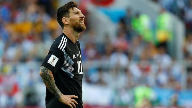 Pemain sepak bola bukan hanya menarik perhatian karena gaya dan sepak terjangnya di lapangan hijau saat pertandingan, tapi juga soal rambut.