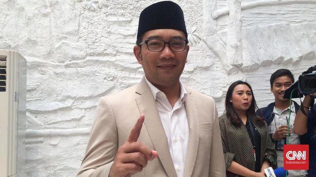 Terkait banjir, Gubernur Jabar Ridwan Kamil menyebut tanggung jawab pembangunan ada di bupati/wali kota, dan ini berbeda dengan kondisi di Jakarta.