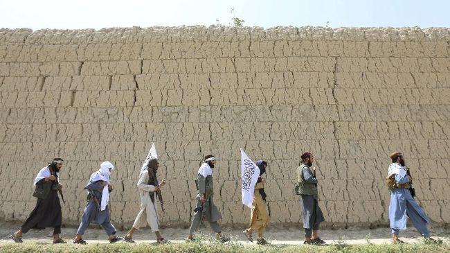 Kelompok Taliban mendesak pemerintah Afghanistan mengubah konstitusi menjadi lebih Islami sebagai syarat untuk memulai pembicaraan damai.