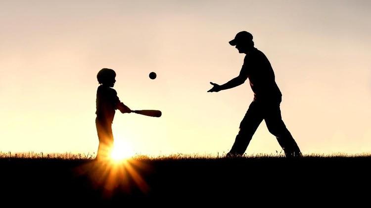 Sering kali anak lebih dekat dengan ibu, ketimbang ayahnya. Karena itu para ayah pun didorong untuk lebih punya waktu dengan anaknya.