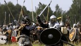 Ribuan penggemar JRR Tolkien memeragakan ulang Battle of the Five Armies dalam 'The Hobbit' di sebuah hutan di Republik Ceko, akhir pekan lalu.