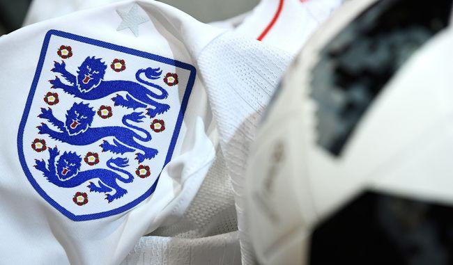 Butuh kesiapan mental untuk mendukung tim seperti timnas Inggris yang lebih sering menghadirkan harapan palsu. Tapi saya tak pernah berpaling.