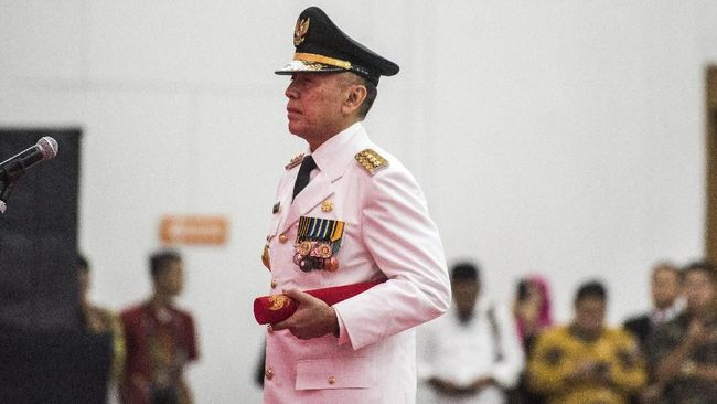 Mochamad Iriawan atau Iwan Bule, seorang jenderal polisi kini resmi menjadi Ketua PSSI untuk periode 2019-2023.