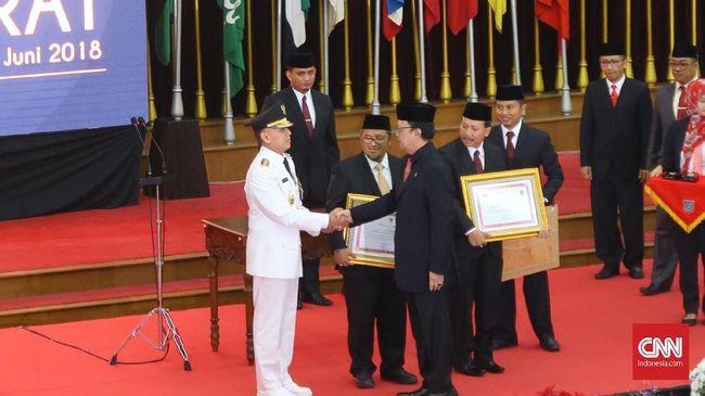 Fraksi Demokrat mendorong DPR menggunakan hak angket dalam menyikapi langkah Kemendagri menunjuk Komjen Mochamad Iriawan sebagai Penjabat Gubernur Jawa Barat.