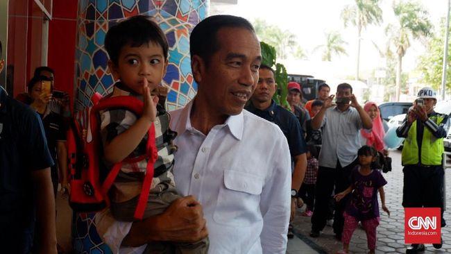 Kritik terhadap dugaan pelibatan Jan Ethes dalam kampanye direspons oleh Presiden Jokowi dengan sindiran kepada lawan politiknya.
