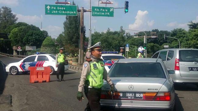 Kapolres Bekasi Kombes Pol Indarto mengatakan jalur arteri di wilayah itu tak terlalu padat meskipun one way di jalur tol telah diberlakukan.