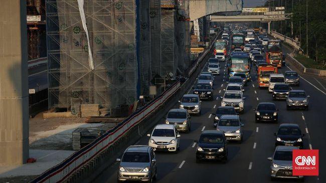 Sejak pukul 18.30 WIB, jarak contraflow di ruas Tol Cikampek menuju Jakarta bertambah dari semula di Km 41-47 kini sampai ke Km 53.