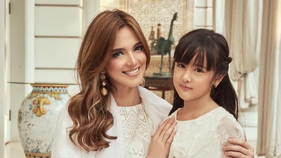 Alasan Nia Ramadhani Biarkan Putrinya Ikut Berbagai Les