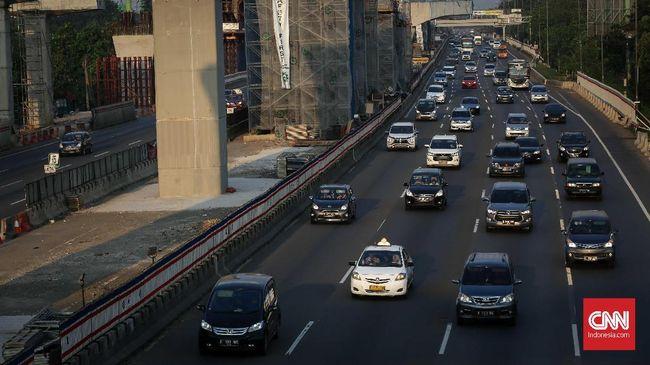 Hingga Minggu (9/6), Jasa Marga mencatat pemudik yang melakukan arus balik lewat tol Jakarta Cikampek mencapai 166 ribu kendaraan, tertinggi sepanjang sejarah.