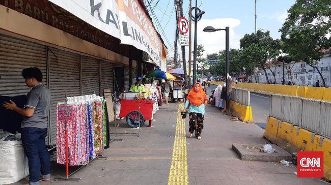 Perumda Pasar Jaya memperpanjang penutupan pasar Tanah Abang yang semestinya mulai beroperasi kembali Senin (6/4).