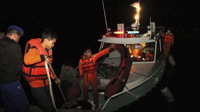 Ketiga korban yang semuanya wanita itu ditemukan dalam keadaan meninggal dunia sekitar tiga hingga lima kilometer dari lokasi kejadian.
