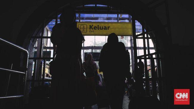 Kementerian Perhubungan mencatat separuh dari jumlah pemudik belum kembali ke Jakarta. Jumlah pemudik angkutan umum sendiri mencapai 19,5 juta orang.