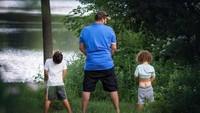 <p>Ayah juga berperan untuk mengajarkan anak lelakinya menjadi seorang pria sejati.</p>