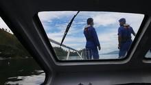 Kecewa Pantai Ditutup, Warga Adang Polair Amankan Banana Boat