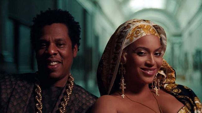 Beyonce dan Jay-Z di video musik 'Apes**t'.