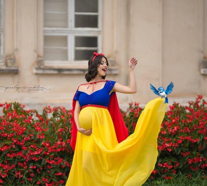 Para ibu hamil ini jadi Putri Disney, Bun. Cantik banget. Patut dicoba jadi ide foto kehamilan lho.