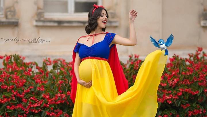 <p>Maternity Photo atau foto kehamilan dengan tema para putri Disney? Hmm patut dicoba lho, Bun. (Foto: Instagram/penelopeandeline)</p>