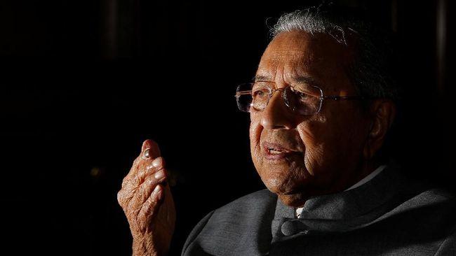 Mahathir Bantah Rumor Raja Malaysia Turun Takhta