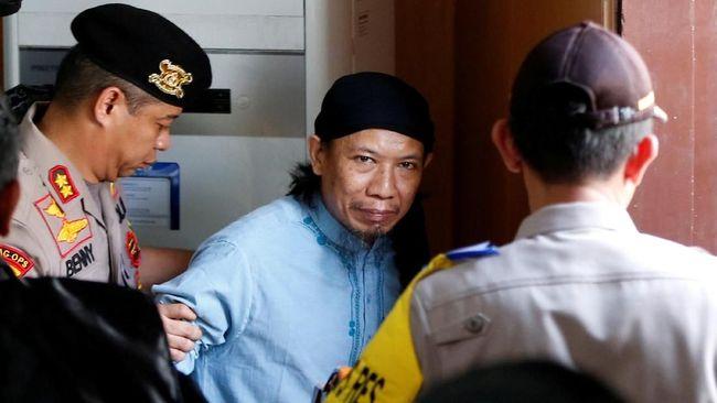Keputusan pengadilan untuk menjatuhkan vonis mati kepada pemimpin JAD, Oman Rachman alias Aman Abdurrahman alias Abu Sulaiman, memicu kontroversi.