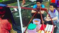 <p>Sabar menanti kerak telornya matang... (Foto: Instagram/ @riekaribowo) </p>