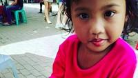 <p>Ada yang mau menemani si gadis cilik ini makan kerak telor? (Foto: Instagram/ @citrahildalestari)</p>