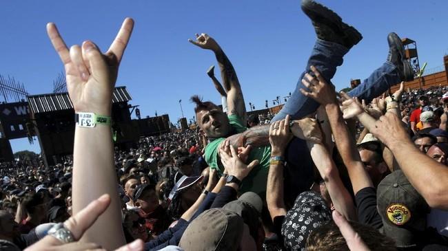 Meski nananya Hellfest, festival musik yang digelar di Prancis setiap tahun bak 'surga' bagi pencinta musik keras menyentak seperti rock, punk dan heavy metal.