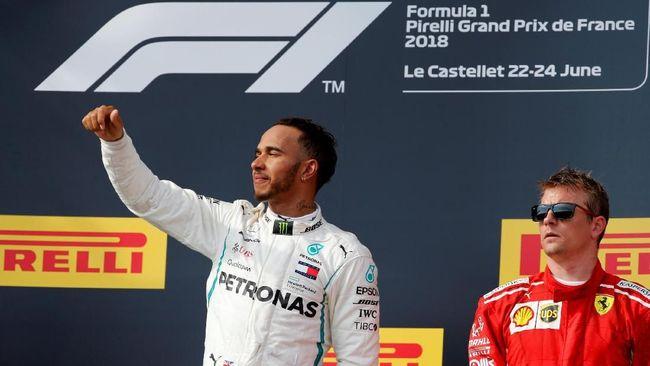 Lewis Hamilton menjuarai GP Jerman setelah memulai lomba dari posisi 14 karena diuntungkan keluarnya Vettel yang keluar jalur saat hujan.