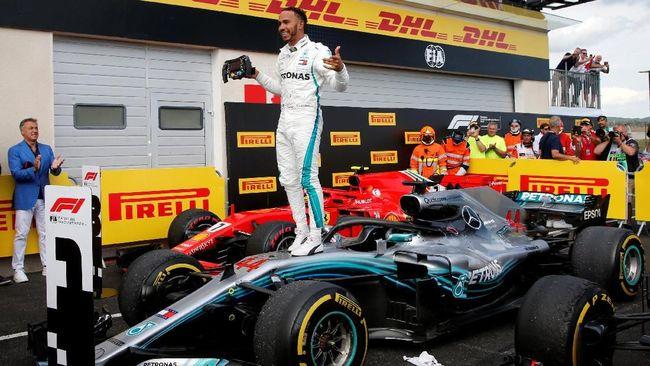 Pebalap Mercedes Lewis Hamilton sukses merebut puncak klasemen F1 2018 usai menjuarai GP Prancis di Sirkuit Paul Ricard, Le Castellet, Minggu (24/6).
