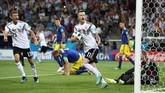 Timnas Jerman meraih kemenangan 2-1 atas Swedia di Stadion Fisht, Minggu (24/6), berkat gol ciamik Toni Kroos di pengujung laga.
