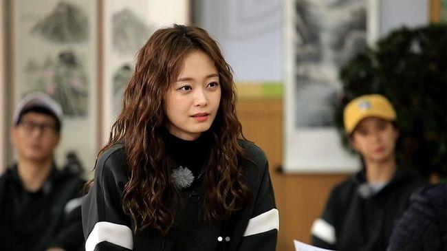 Jeon So-min didiagnosis kelelahan karena terlalu banyak jadwal usai menyelesaikan syuting Running Man pada Rabu (1/4).