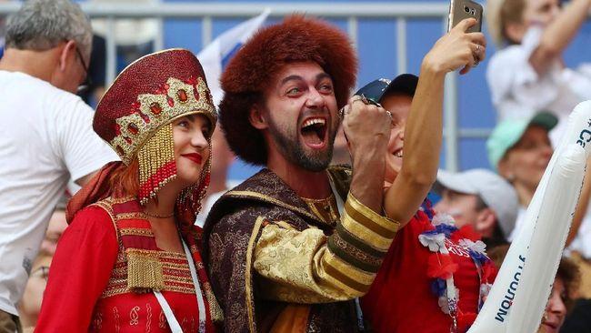 Sejak berlangsung dua pekan lalu, Piala Dunia membuat aplikasi kencan seperti Tinder menjadi lebih ramai karena para pengguna saling mencari pasangan.