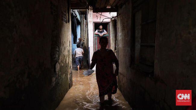 Musim hujan selalu membuat cemas warga Jakarta lantaran bisa memicu banjir di sejumlah wilayah.
