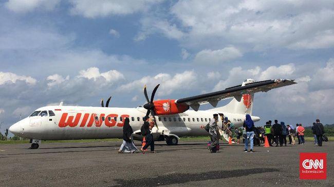 Pesawat Wings Air ATR 72-600, di Bandara Gamarmalamo, Halmahera Utara, Maluku Utara dikabarkan menabrak lampu sehingga penerbangan terpaksa dibatalkan.