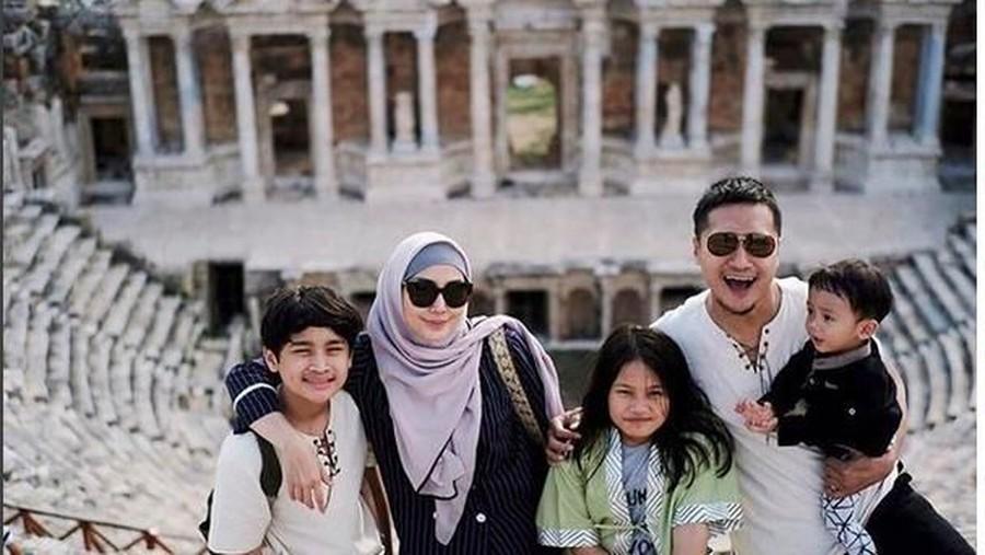 Cara Arie Untung Bagi Waktu untuk Anak Selama Ramadhan