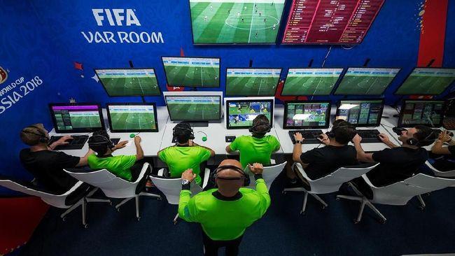 Sistem VAR dilakukan di studio tertutup diluar stadion, lantas bagaimana cara FIFA memastikan bahwa tidak ada kongkalikong dibalik layar VAR ini?