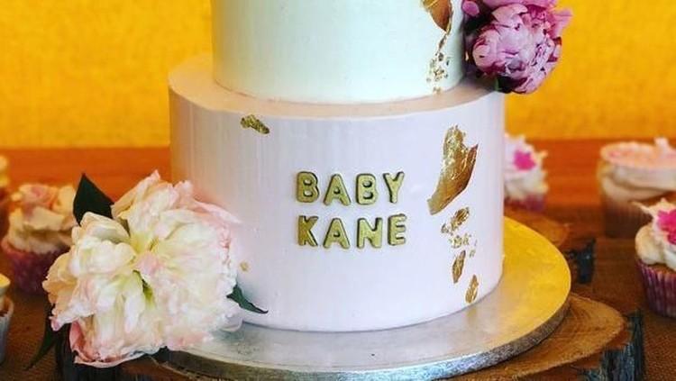 Pasangan Kapten Timnas Inggris Harry Kane, Katie Goodland merayakan baby shower dengan tema yang unik. Seru!