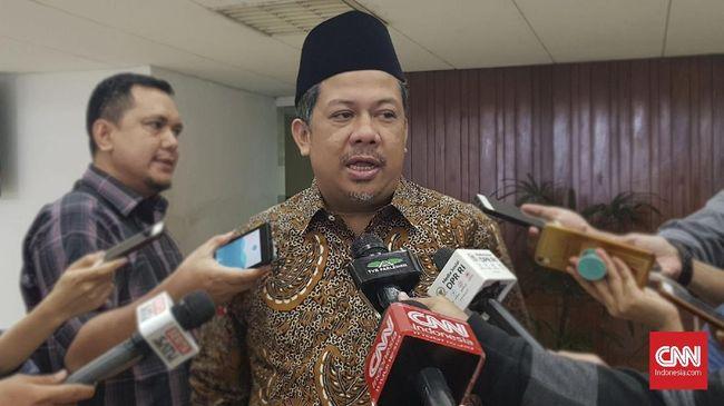 Menurut Fahri tak ada waktu untuk perombakan tim ekonomi Jokowi saat ini. Masalah terletak pada ketidakpastian hukum dan kepemimpinan Jokowi.