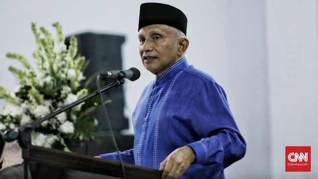 KUM meminta Amien Rais untuk segera 'turun gunung' menjadi calon presiden pada 2019. PDIP sendiri sudah menyatakan Jokowi bakal maju di pemilihan itu.