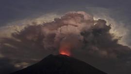 FOTO: Gunung Agung Bali Kembali Erupsi