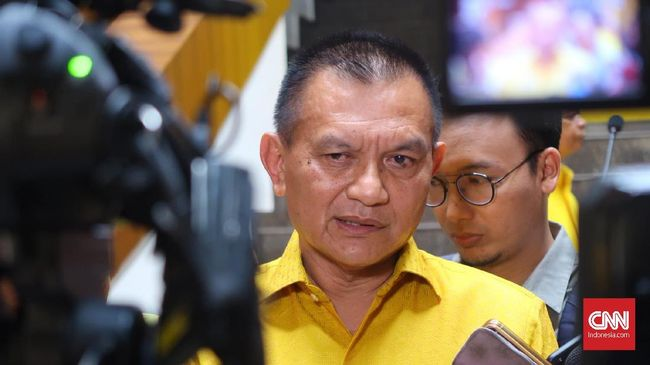 Partai Golkar memberhentikan kadernya yang terjaring Operasi Tangkap Tangan (OTT) KPK, Bowo Sidik Pangerso, dari kepengurusan DPP Partai Golkar.