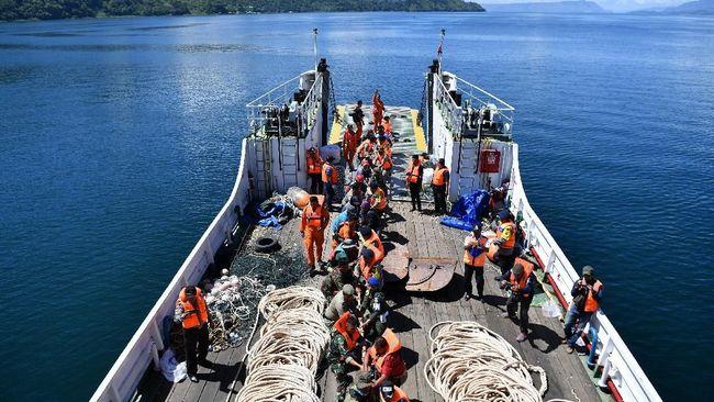 Kapal Motor Panji Saputra yang membawa 25 drum BBM jenis avtur hilang di Perairan Maluku sejak 11 Januari. Pencarian belum membuahkan hasil maksimal.