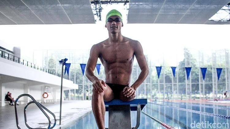 Perenang satu kaki Jendi Pangabean akan berlaga di Asian Para Games 2018. Ada inspirasi dari sosok Jendi yang bisa didapat anak, Bun.