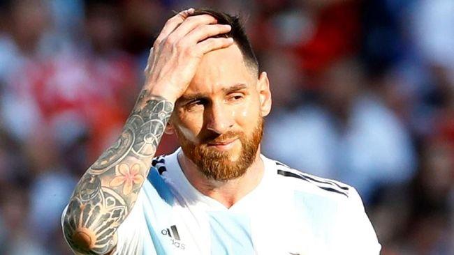 Sedikitnya ada lima alasan penyerang bintang Barcelona Lionel Messi tak mendapatkan penghargaan Ballon d'Or 2018 di Paris, Senin (3/12).