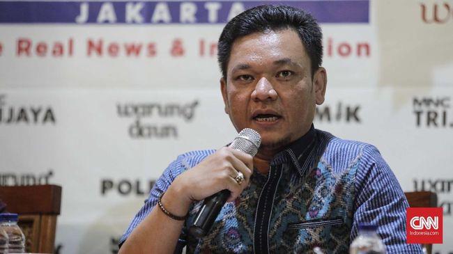 Satu bulan jelang Pilpres 2019, dukungan Erwin Aksa dinilai tak akan berpengaruh signifikan. Golkar meminta Erwin menanggalkan seluruh atribut partai.