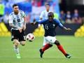 Kante Tersipu Malu Dapat Nyanyian di Pesta Juara Piala Dunia