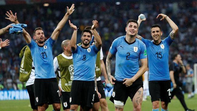Keberhasilan Uruguay menekuk Portugal demi mendapatkan tiket ke delapan besar Piala Dunia 2018 disambut gempita netizen pada dini hari WIB ini.