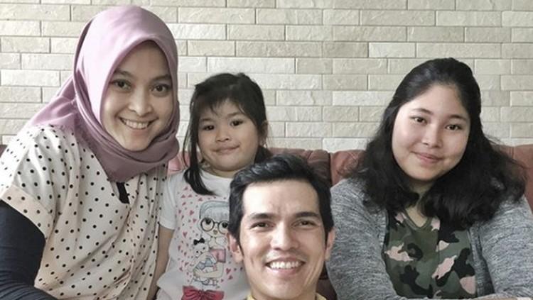 Presenter Adrian Maulana punya pesan penting sekaligus bikin haru untuk putrinya saat jalan-jalan ke Swiss. Apa isi pesannya ya?