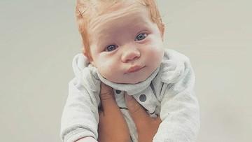 Potret Menggemaskan Bayi Berambut Merah