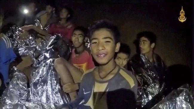 Presiden FIFA Gianni Infantiono mengundang 12 remaja yang sudah hampir dua pekan terjebak di gua, untuk menonton final Piala Dunia di Rusia.