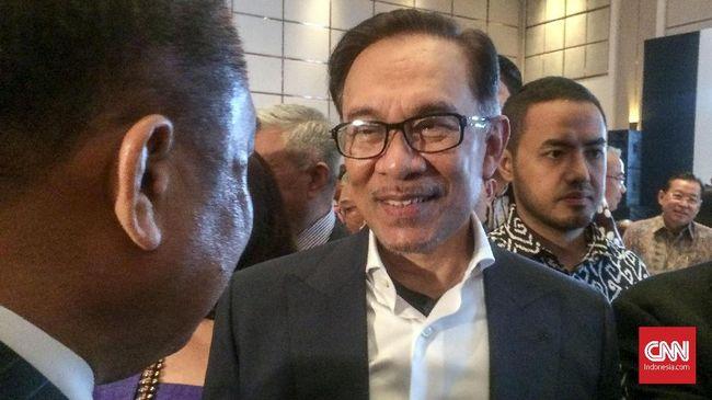 Politisi dan presiden UMNO, Ahmad Zahid Hamidi mengklaim anggota parlemen mereka dan Barisan Nasional mendukung oposisi Anwar Ibrahim jadi PM Malaysia.